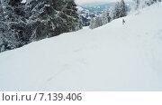 Купить «Езда на лыжах вниз по склону», видеоролик № 7139406, снято 15 марта 2015 г. (c) Потийко Сергей / Фотобанк Лори