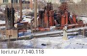 Купить «Вид с высоты на старый демидовский нижнетагильский завод. Нижний Тагил. Россия», видеоролик № 7140118, снято 24 января 2019 г. (c) Евгений Ткачёв / Фотобанк Лори