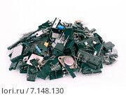 Купить «Груда старых радиодеталей», фото № 7148130, снято 23 февраля 2019 г. (c) Александр Басов / Фотобанк Лори