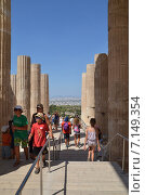 Купить «Афины, вход на Акропольский холм», фото № 7149354, снято 4 августа 2013 г. (c) Александр Гончаров / Фотобанк Лори