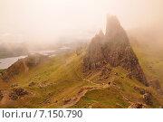 Скалы в облаках в центре острова Скай на севере Шотландии (2012 год). Стоковое фото, фотограф Илья Пакульских / Фотобанк Лори