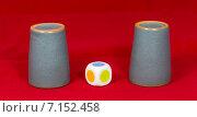Купить «Игра в наперстки, стаканчики, игральные кубики», фото № 7152458, снято 15 февраля 2015 г. (c) Юрий Сушок / Фотобанк Лори