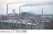 Купить «Сегежский целлюлозно-бумажный комбинат с дымящими трубами. Вид поверх городских домов. Город Сегежа, Карелия», видеоролик № 7153586, снято 31 января 2015 г. (c) Кекяляйнен Андрей / Фотобанк Лори