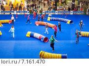 """Купить «Интернациональная выставка собак """"Евразия-2015"""": хендлеры тренируются на площадке», эксклюзивное фото № 7161470, снято 21 марта 2015 г. (c) Константин Косов / Фотобанк Лори"""