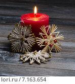 Новогодняя свеча и снежинки. Стоковое фото, фотограф Полина Соколова / Фотобанк Лори