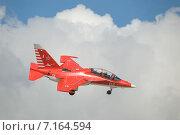 Купить «Международный авиационно-космический салон МАКС-2013. Полет нового российского красного Як-130 с выпущенным шасси», фото № 7164594, снято 26 августа 2013 г. (c) Малышев Андрей / Фотобанк Лори