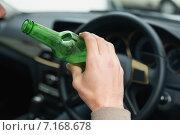 Купить «Man drinking beer while driving», фото № 7168678, снято 10 сентября 2014 г. (c) Wavebreak Media / Фотобанк Лори