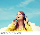 Купить «smiling young girl in headphones at home», фото № 7177270, снято 19 марта 2014 г. (c) Syda Productions / Фотобанк Лори