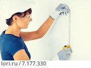 Купить «architect measuring wall with flexible ruller», фото № 7177330, снято 29 мая 2013 г. (c) Syda Productions / Фотобанк Лори