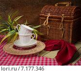 Купить «Натюрморт с белыми чашками», фото № 7177346, снято 17 октября 2014 г. (c) safonovstudio / Фотобанк Лори