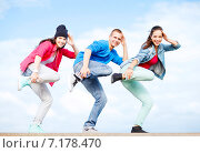 Купить «group of teenagers dancing», фото № 7178470, снято 20 июля 2013 г. (c) Syda Productions / Фотобанк Лори