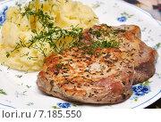 Купить «Жареная свинина с картофельным пюре», эксклюзивное фото № 7185550, снято 9 мая 2013 г. (c) Dmitry29 / Фотобанк Лори