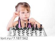 Девочка играет в шахматы. Стоковое фото, фотограф Евгений Чернышов / Фотобанк Лори