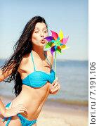 Купить «girl with windmill toy on the beach», фото № 7191106, снято 11 июля 2013 г. (c) Syda Productions / Фотобанк Лори