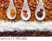 Изюм, арахис, кокос, орехи. Стоковое фото, фотограф Юлия Москаленко / Фотобанк Лори