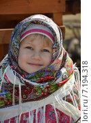 Купить «Портрет маленькой девочки в русском платке», эксклюзивное фото № 7194318, снято 29 марта 2015 г. (c) Ольга Линевская / Фотобанк Лори