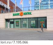Купить «Банк «Югра». Бизнес-центр «Метрополис». Ленинградское шоссе, 16. Москва», эксклюзивное фото № 7195066, снято 11 марта 2015 г. (c) lana1501 / Фотобанк Лори