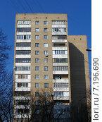 Купить «Пятнадцатиэтажный двухподъездный кирпичный жилой дом серии «Башня Вулыха». Улица Дубки, 4А. Москва», эксклюзивное фото № 7196690, снято 11 марта 2015 г. (c) lana1501 / Фотобанк Лори