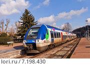 Пригородный поезд AGC SNCF Class B 82500 фирмы Bombardier у платформы в городе Провен, Франция (2015 год). Редакционное фото, фотограф Иван Марчук / Фотобанк Лори