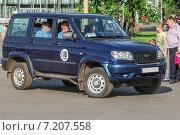 Купить «Внедорожник охраны на ВДНХ», эксклюзивное фото № 7207558, снято 18 мая 2014 г. (c) Алёшина Оксана / Фотобанк Лори