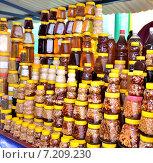 Купить «Придорожная продажа меда», фото № 7209230, снято 3 августа 2014 г. (c) Александр Карпенко / Фотобанк Лори