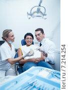 Купить «Dentists showing woman prosthesis teeth», фото № 7214254, снято 16 апреля 2014 г. (c) Wavebreak Media / Фотобанк Лори