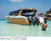 Купить «Скоростной катер для перевозки туристов. Таиланд», фото № 7217222, снято 27 февраля 2015 г. (c) Александр Романов / Фотобанк Лори