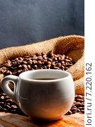 Купить «Чашка кофе и кофейные зерна в мешке», фото № 7220162, снято 25 ноября 2012 г. (c) Константин Лабунский / Фотобанк Лори