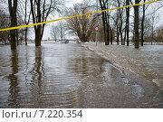 Купить «Наводнение реки весной в городе», фото № 7220354, снято 25 марта 2010 г. (c) Vladimirs Koskins / Фотобанк Лори