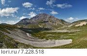 Купить «Панорама: вид на действующий вулкан Хангар на Камчатке», фото № 7228518, снято 17 августа 2014 г. (c) А. А. Пирагис / Фотобанк Лори