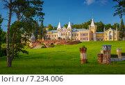 Купить «Усадьба барона фон Дервиза», фото № 7234006, снято 5 июля 2014 г. (c) Дмитрий Кутлаев / Фотобанк Лори