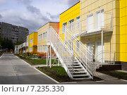 Купить «Новое здание детского сада», фото № 7235330, снято 2 сентября 2014 г. (c) Алексей Маринченко / Фотобанк Лори