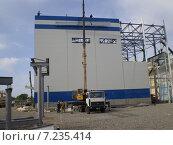 Купить «Каркасное строительство промышленного здания», фото № 7235414, снято 26 мая 2009 г. (c) Елена Осетрова / Фотобанк Лори