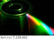 Купить «Лазерный компакт-диск с ярким светящимся лучом», фото № 7238662, снято 6 апреля 2015 г. (c) Владислав Осипов / Фотобанк Лори
