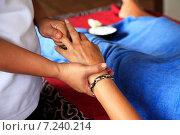 Купить «Массаж рук», фото № 7240214, снято 10 июля 2010 г. (c) Морозова Татьяна / Фотобанк Лори