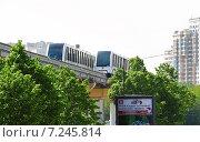 Поезда монорельсовой дороги в Москве (2012 год). Редакционное фото, фотограф Алёшина Оксана / Фотобанк Лори