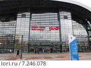 Купить «Адлер, железнодорожный вокзал. Новое здание», фото № 7246078, снято 21 января 2014 г. (c) Жанна Коноплева / Фотобанк Лори
