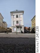 Купить «Дом, как пизанская башня», фото № 7247230, снято 10 апреля 2015 г. (c) Ивашков Александр / Фотобанк Лори