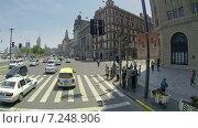 Купить «Автомобильное уличное движение в Шанхае. Китай», видеоролик № 7248906, снято 7 мая 2014 г. (c) Кирилл Трифонов / Фотобанк Лори