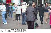 Купить «Люди танцуют на улице Наньнин. Шанхай. Китай», видеоролик № 7248930, снято 6 мая 2014 г. (c) Кирилл Трифонов / Фотобанк Лори