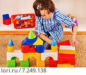 Купить «Child playing bricks.», фото № 7249138, снято 25 ноября 2012 г. (c) Gennadiy Poznyakov / Фотобанк Лори
