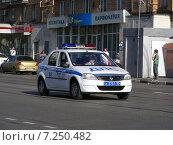 Купить «Полицейский автомобиль на Первомайской улице в Измайлове в Москве», эксклюзивное фото № 7250482, снято 31 мая 2014 г. (c) lana1501 / Фотобанк Лори