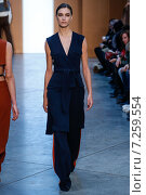 NEW YORK, NY - FEBRUARY 15: Model Ronja Furrer walk the runway at the Derek Lam Fashion Show during MBFW Fall 2015 at Pace Gallery on February 15, 2015 in NYC. Редакционное фото, фотограф Anton Oparin / Фотобанк Лори