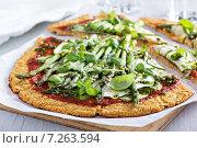 Купить «Пицца из цветной капусты с цукини и спаржей», фото № 7263594, снято 28 февраля 2015 г. (c) Елена Веселова / Фотобанк Лори