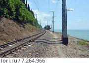 Купить «Железная дорога, идущая вдоль побережья моря», фото № 7264966, снято 6 августа 2013 г. (c) Александр Замараев / Фотобанк Лори