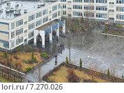 Купить «Дождь со снегом в школьном дворе. Митино, Москва», фото № 7270026, снято 16 апреля 2015 г. (c) Валерия Попова / Фотобанк Лори