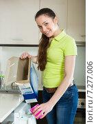 Купить «Woman doing laundry at home», фото № 7277006, снято 17 июля 2018 г. (c) Яков Филимонов / Фотобанк Лори