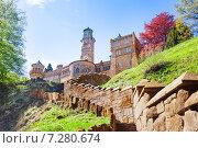 Вид на замок Лёвенбург (Löwenburg) в парке Вильгельмшолль (Bergpark Wilhelmshöhe), в городе Кассель (Kassel), Германия (2014 год). Стоковое фото, фотограф Сергей Новиков / Фотобанк Лори