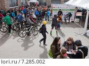 Купить «Старт соревнований по городскому ориентированию «Бегущий Город». Москва, 18 Мая 2015», фото № 7285002, снято 18 апреля 2015 г. (c) Victoria Demidova / Фотобанк Лори