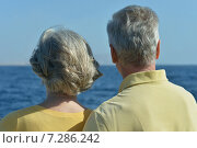 Happy senior couple looking at sea. Стоковое фото, фотограф Ruslan Huzau / Фотобанк Лори